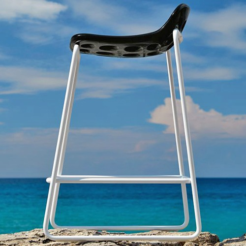 chips-stool-outdoor_01