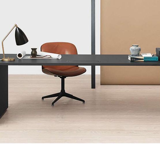 gubi-grashoppa-task-table-lamp_04