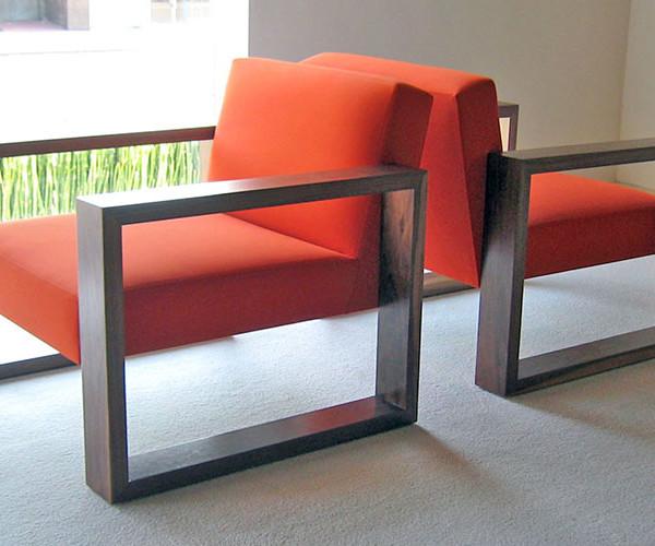 pose-armchair-ottoman_05
