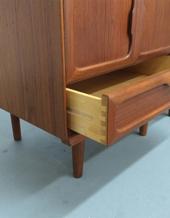 norwegian-mid-century-nightstands_04