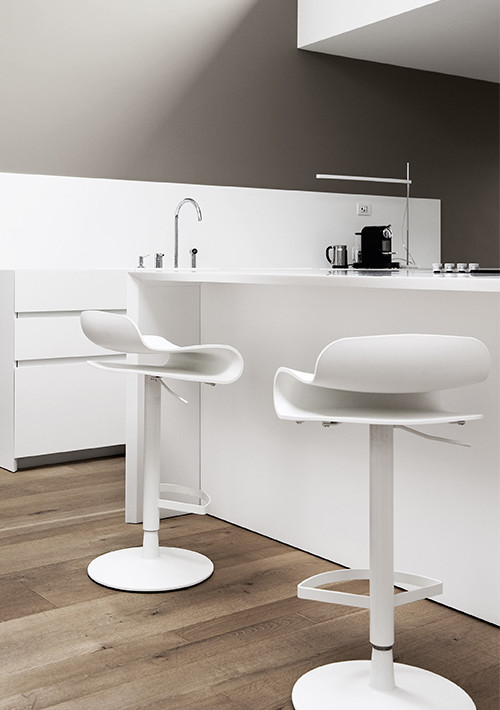 BCM-swivel-base-stool_02
