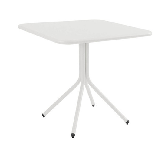 yard-bistro-table