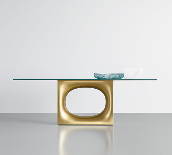 holo-glass-table