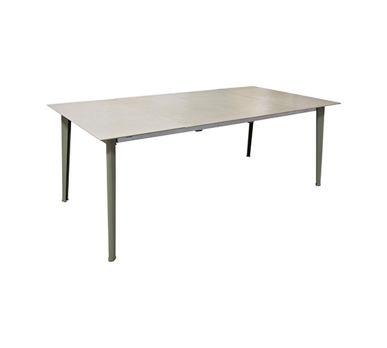 kira-extension-dining-table