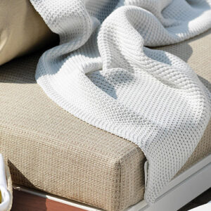 Knitted-outdoor-blanket_f