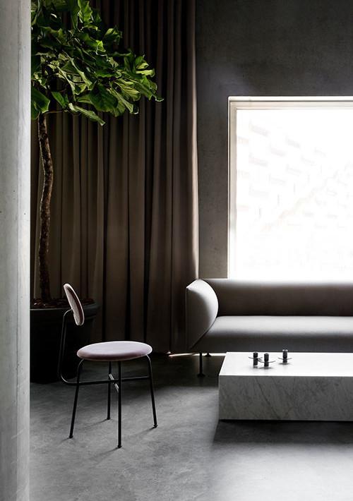godot-sofa_20
