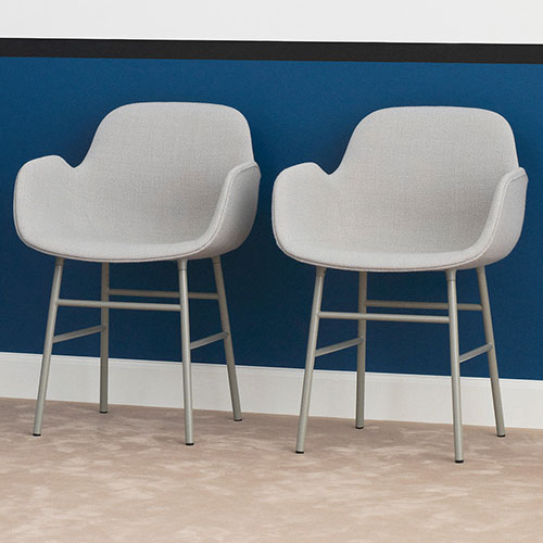 form-chair-upholstered-metal-legs_10
